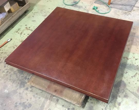 四角いテーブル