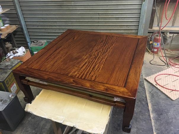 塗り直し後のテーブル