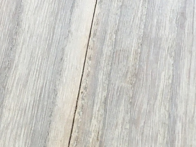 桐たんすの背板の割れ