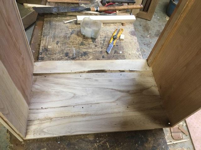 扉の中の修理